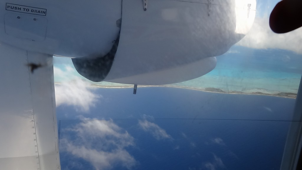 You can see the sea details: of the sea... of the airplane! This is Los Roques!